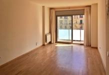 Квартира в Барселоне, район Побленоу, 82 м2