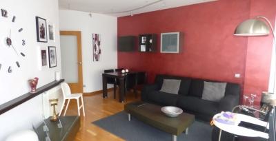 Квартира в Барселоне, район Побленоу, 90 м2